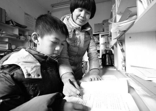 李昂说,他现在最大的心愿,就是盼着妈妈能够赶紧好起来。