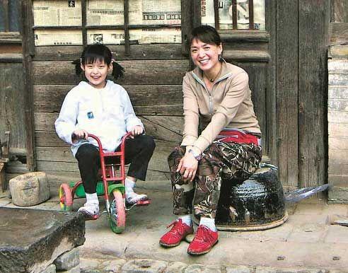 七岁时的赫迪和妈妈