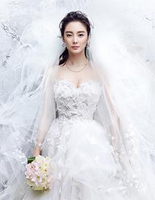 张雨绮婚纱写真展迷人线条