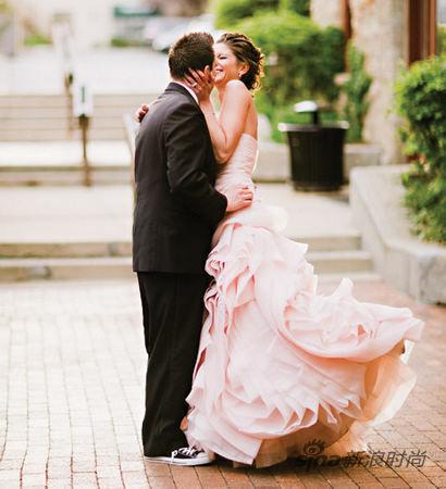 新娘必须穿白纱