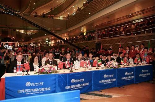 数百名粉丝聚集一睹乒乓球世界冠军维尔纳。施拉格以及国乒之光王励勤的风采