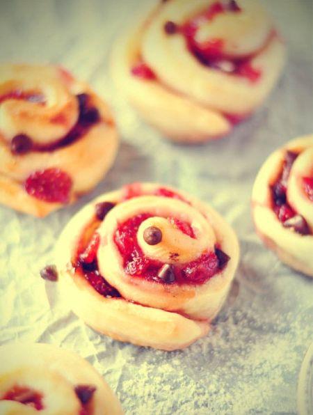 可可草莓面包卷