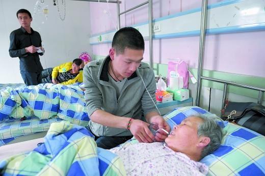 伤者家人很感动,愿意先垫数万元医药费