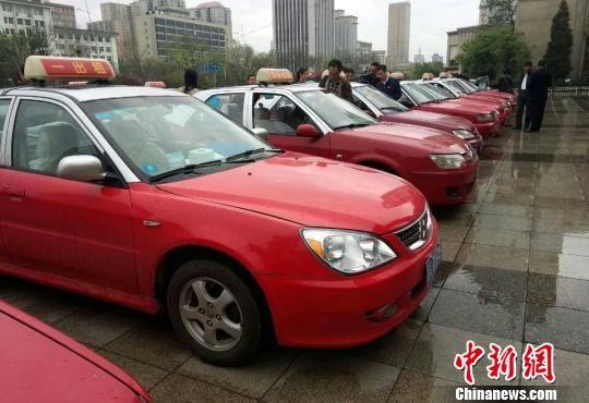 装有4GMifi设备的出租车 刘小红 摄