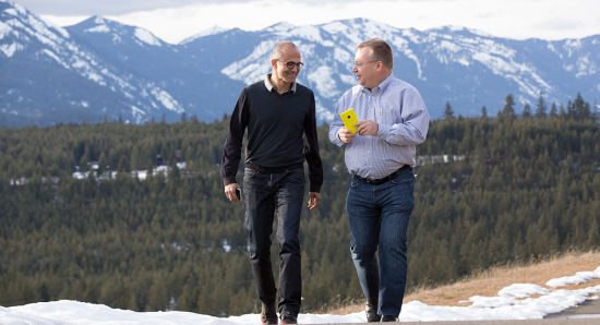 微软CEO萨蒂亚-纳德拉与诺基亚CEO史蒂芬-埃洛普