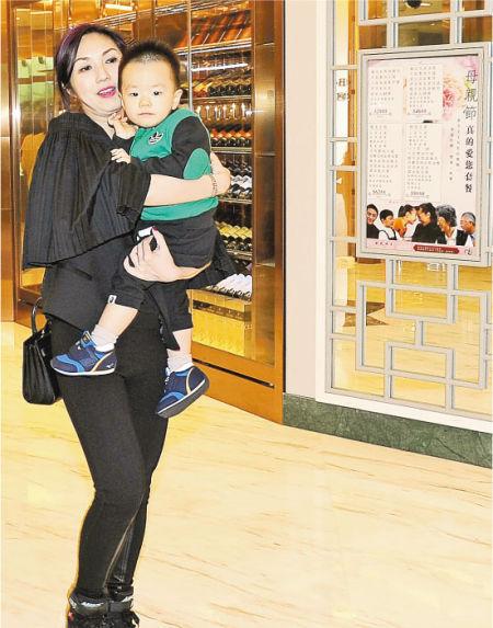 杨千嬅很开心第一次收到儿子的母亲节礼物