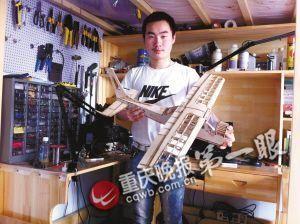 卢彦杰,18岁,热爱造航模,休学在家。