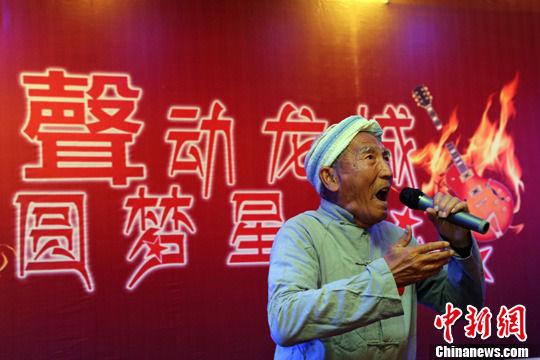 山西太原85岁老人参加海选欲圆明星梦