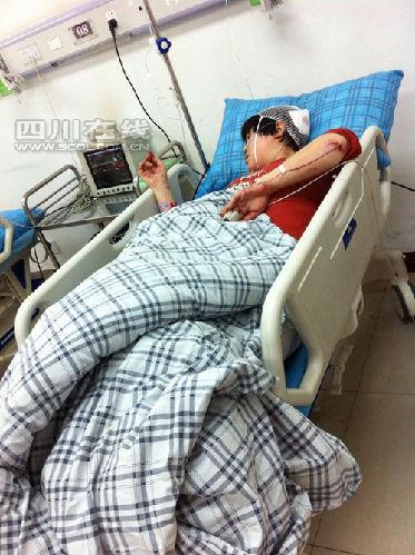 胡女士在医院接受治疗