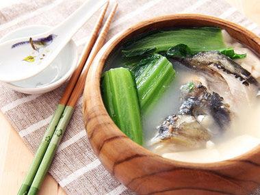 荠菜生姜鱼头汤