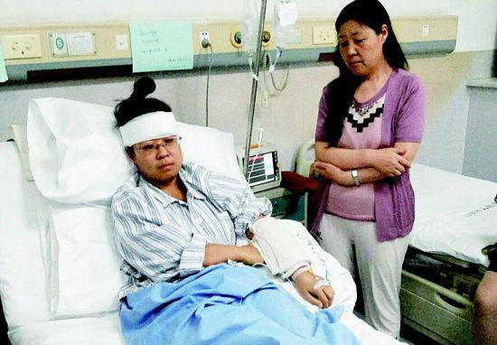 被砸伤护士在医院治疗