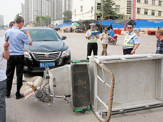 事故现场,受伤的孕妇已经被送往医院