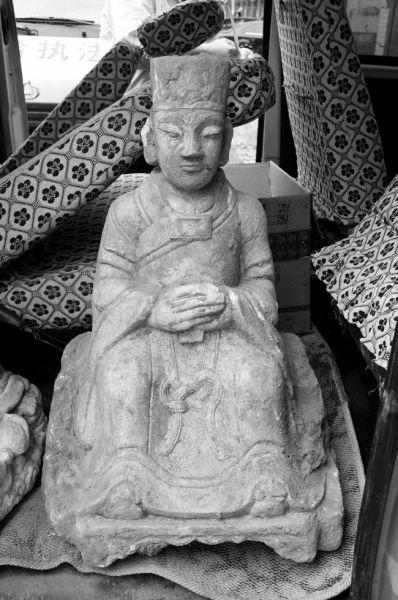 挖出的其中一尊雕像