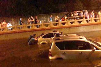 临汾解放路立交桥逢雨必淹