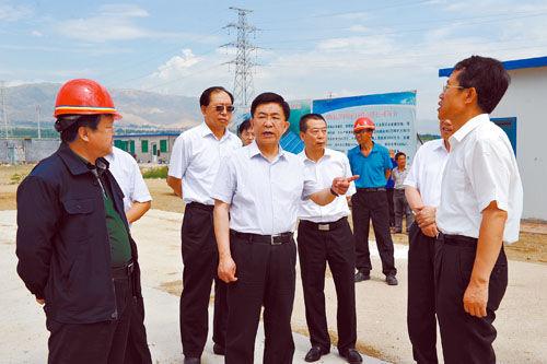丰立祥在阳高县龙泉工业园区现场办公