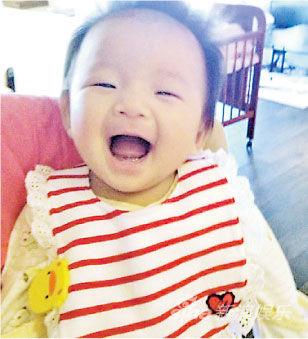 大S女儿小玥儿笑得张大嘴,十分可爱