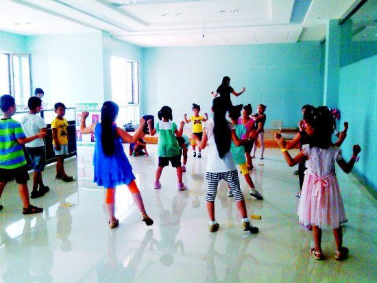 义务教孩子跳舞