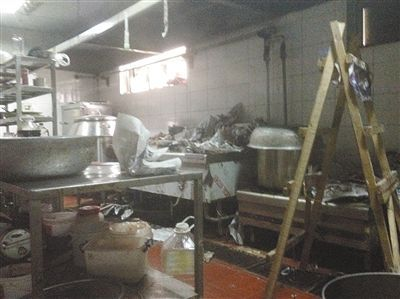 """福喜劣质过期肉导致的洋快餐危机尚未过去,北京市又揭出连锁烤肉店汉丽轩使用""""口水肉"""""""