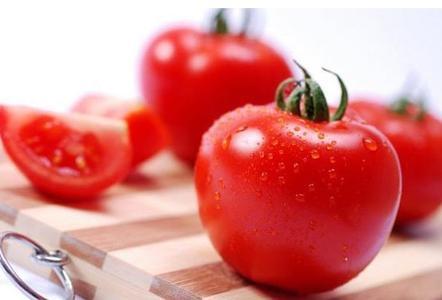 空腹吃带皮生西红柿当心胃结石