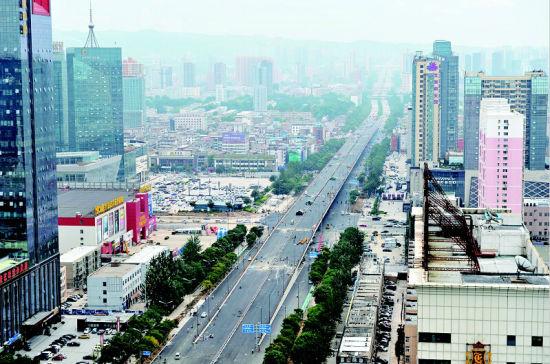 省城长风街长治路口跨线桥。晨报记者 高万军 摄