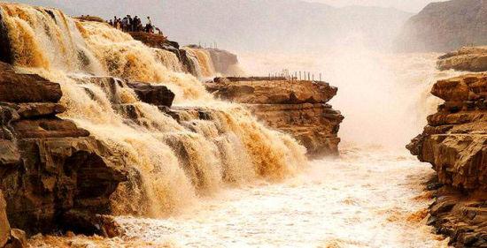 奔腾不息的壶口瀑布象征着山西精神。