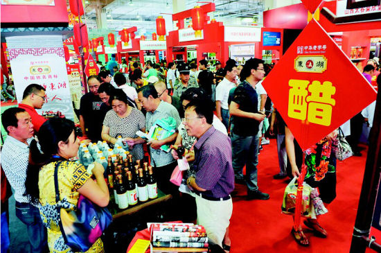 山西品牌中华行活动成效颇丰,尤其是传统特色产品受到广泛关注。 本报记者寇宁摄