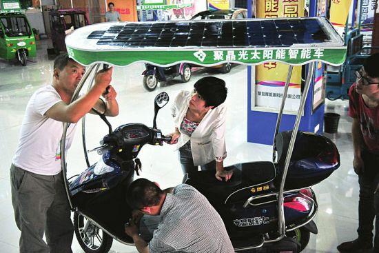 环保电动车。商报记者 张保文 摄