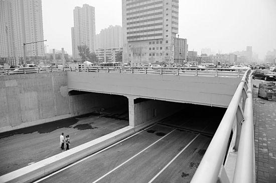 建设路府东街口新貌 本报记者寇宁摄
