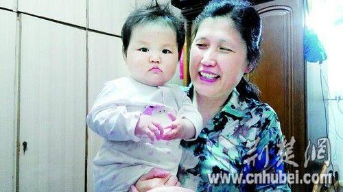 李菊爱和小外孙的合影