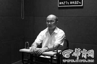 『干爹』赵某接受警方审讯 华商报记者 卿荣波 摄