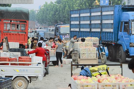 国道卖苹果导致拥堵