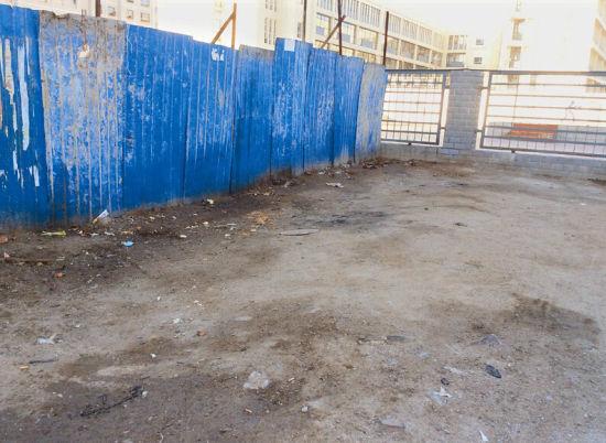 大同北辰花园小区附近的农贸市场,偏僻之处变成小厕所。