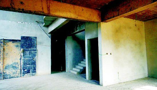 别墅内部结构复杂牢固。