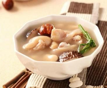 红枣花生炖凤爪汤