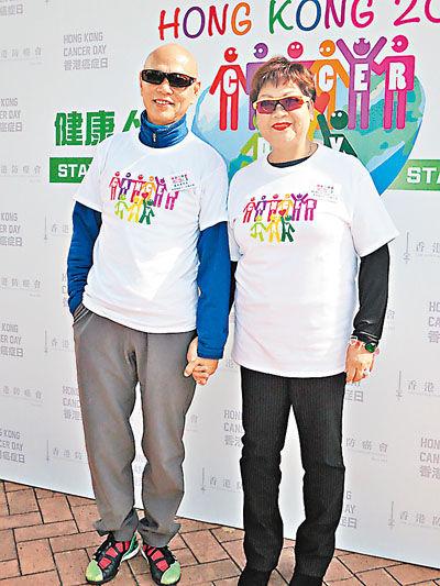 罗家英和肥妈出席活动分享患病经历