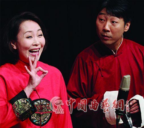 柴氏兄弟的徒弟徐雁宾、李国顺表演相声《眉来眼去》