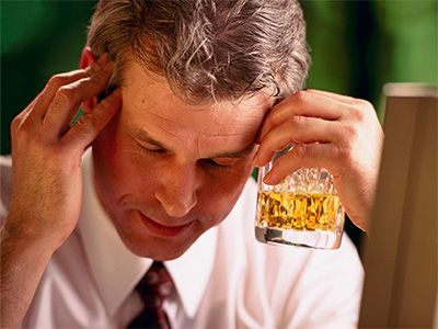 喝酒后头疼咋回事_喝酒后吐血是怎么回事_喝酒后头疼怎么回事大