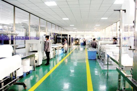图:方盛液压集团的工业滤芯生产车间。通讯员 摄