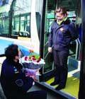小伙在公交车浪漫求婚